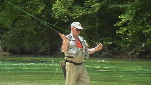 Hans beim Fliegenfischen in der Sava Bohinjka.
